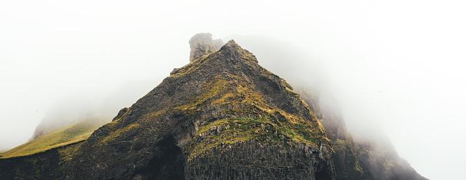 Basalt「Bird Cliff Reynisfjara Halsanefshellir In Iceland」:スマホ壁紙(1)