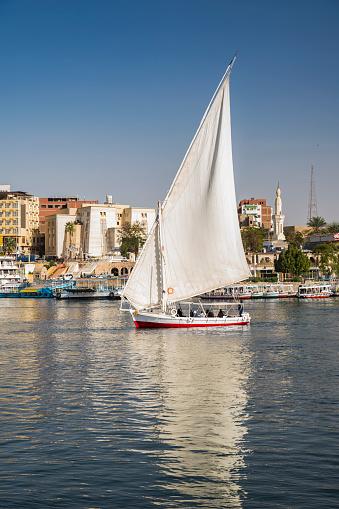 Unrecognizable Person「Felucca boat sailing on the river Nile near Elephantine island, Aswan, Egypt」:スマホ壁紙(4)