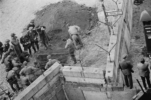Tunnel「Berlin Wall」:写真・画像(2)[壁紙.com]
