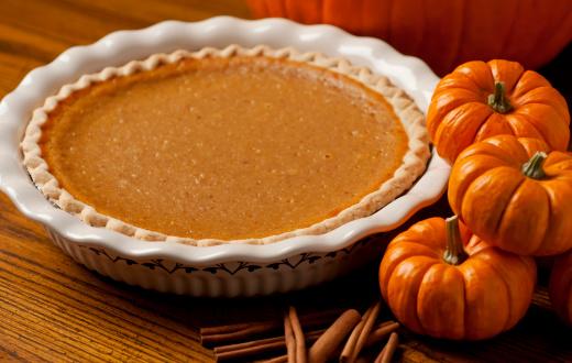 Pumpkin Pie「Pumpkin pie in white dish beside three pumpkins」:スマホ壁紙(16)