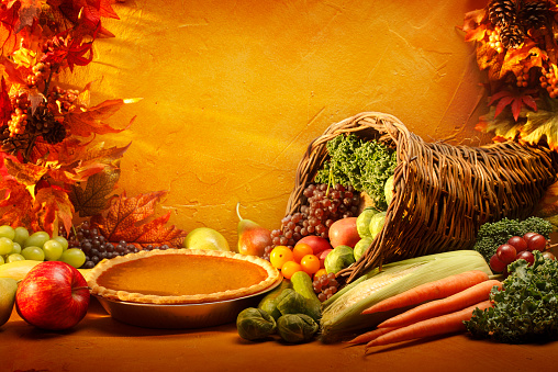 Cornucopia「Pumpkin Pie and Cornucopia in an autumn setting」:スマホ壁紙(15)