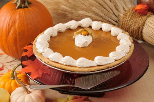 Maple Leaf「Pumpkin pie with cream icing on a cake stand」:スマホ壁紙(5)