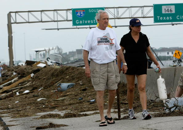 Hurricane Ike「Hurricane Ike Makes Landfall On Texas Coast」:写真・画像(16)[壁紙.com]