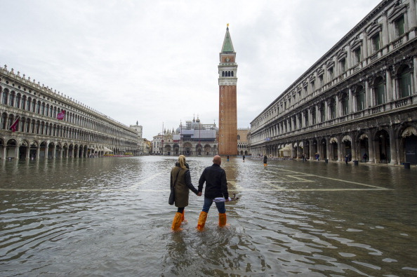 Venice - Italy「Venice Floods As Cyclone Cleopatra Hits Parts of Italy」:写真・画像(2)[壁紙.com]