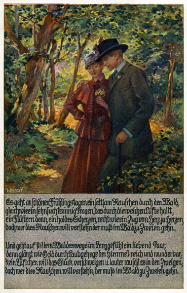 Romance「Couple walking through a wooded area」:写真・画像(3)[壁紙.com]