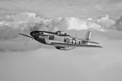 Explosive「A P-51D Mustang, nicknamed Ridge Runner III, in flight near Hollister, California.」:スマホ壁紙(14)