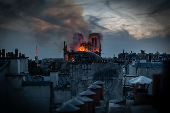Flame「Fire Breaks Out At Iconic Notre-Dame Cathedral In Paris」:写真・画像(5)[壁紙.com]