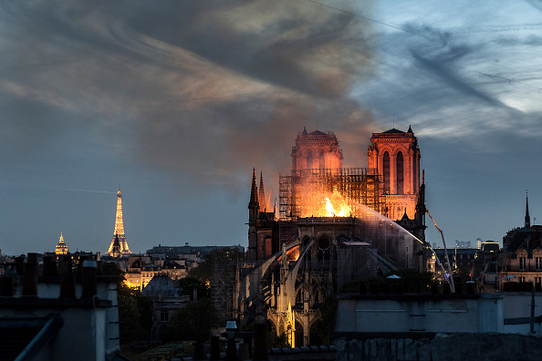 Flame「Fire Breaks Out At Iconic Notre-Dame Cathedral In Paris」:写真・画像(1)[壁紙.com]