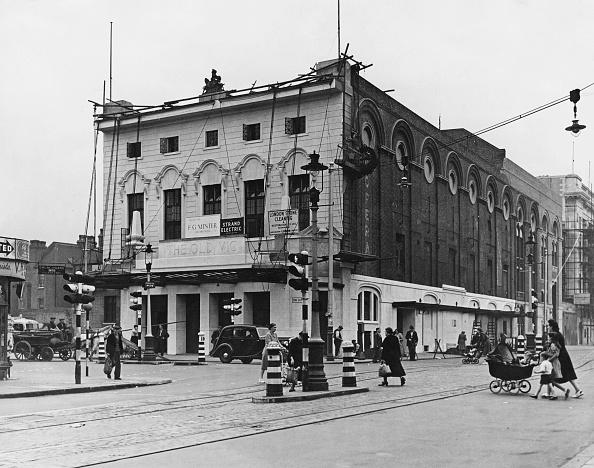 Postwar「Post-War Restoration Of The The Old Vic」:写真・画像(8)[壁紙.com]