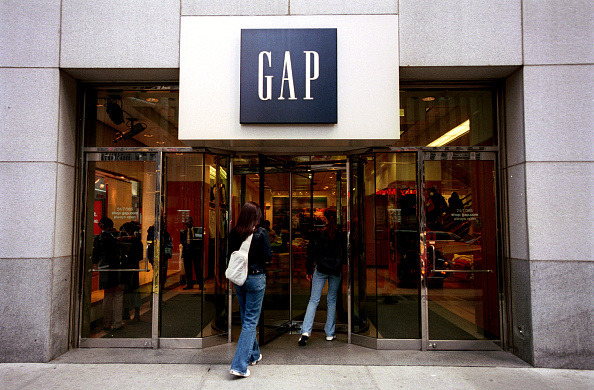 Entering「Gap Clothing Store in Manhattan」:写真・画像(3)[壁紙.com]