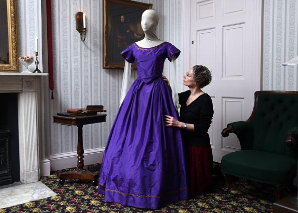 膝から上の構図「Dickens Museum Launches Exhibition Of Costumes From BBC TV Drama」:写真・画像(19)[壁紙.com]