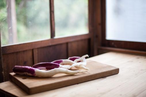 Turnip「Japanese vegetable on a cutting board」:スマホ壁紙(4)