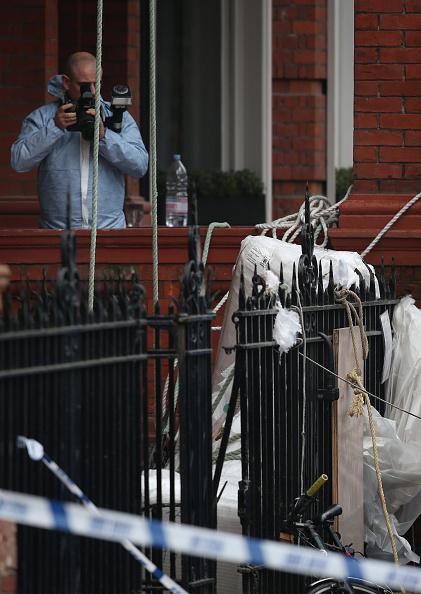 Sofa「Two People Dead In Balcony Collapse In Chelsea」:写真・画像(6)[壁紙.com]
