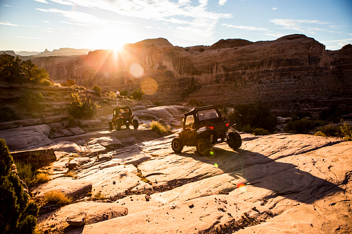 Utah「Off road vehicles driving a rock path in Moab.」:スマホ壁紙(1)