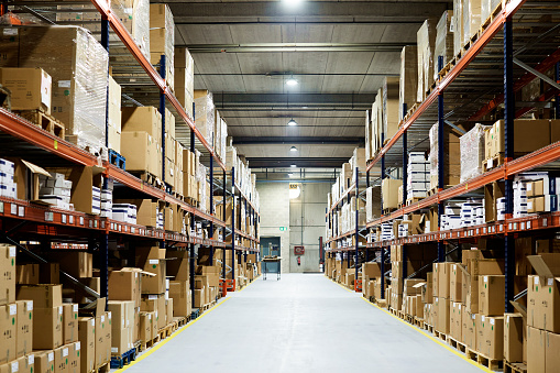 Freight Transportation「Empty warehouse, view down the asile with shelves and boxes.」:スマホ壁紙(4)