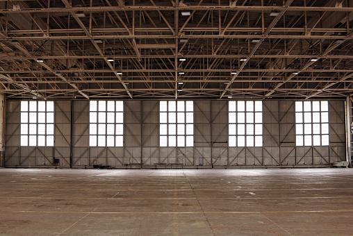 Beginnings「Empty warehouse」:スマホ壁紙(1)