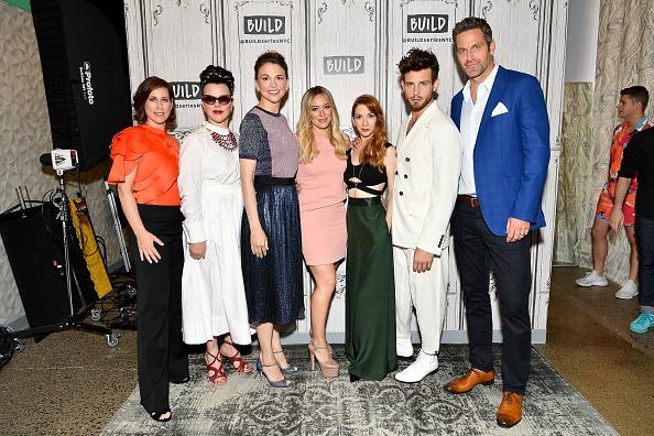 ヒラリー・ダフ「Build Presents Sutton Foster, Hilary Duff, Debi Mazar, Miriam Shor, Molly Bernard, Nico Tortorella & Peter Hermann Discussing 'Younger'」:写真・画像(7)[壁紙.com]