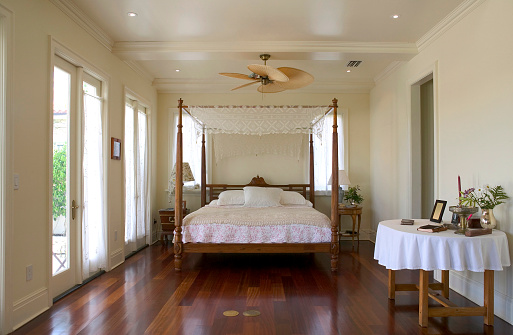Ceiling Fan「Front view of a white bed in a cozy bedroom」:スマホ壁紙(14)