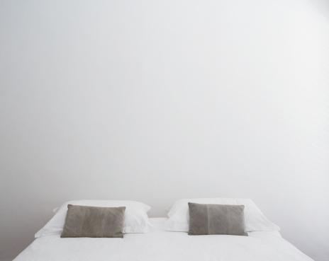 対称「フロントのダブルベッド」:スマホ壁紙(17)