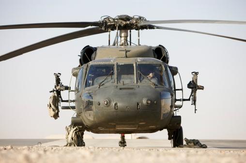 Machine Gun「Front view of a UH-60L Black Hawk helicopter.」:スマホ壁紙(16)