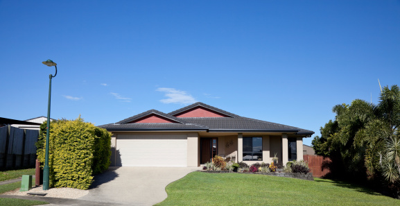 Queensland「Front view of bungalow style home」:スマホ壁紙(10)