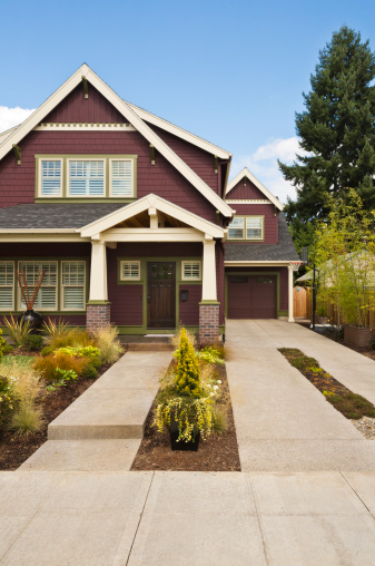 Vertical「Front view of a craftsman-style American home」:スマホ壁紙(12)