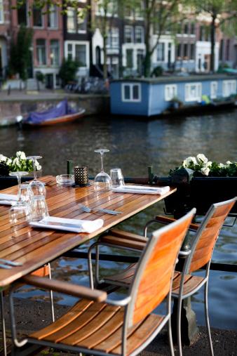 Amsterdam「Front view sidewalk cafe along the Amsterdam Canal」:スマホ壁紙(12)