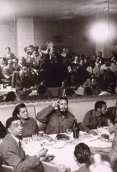 Eating「Fidel Castro Entertains In Harlem」:写真・画像(8)[壁紙.com]