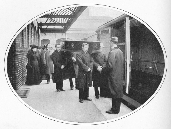 Place of Burial「At the Necropolis Company's station, Westminster Bridge Road, London, c1900 (1903)」:写真・画像(17)[壁紙.com]