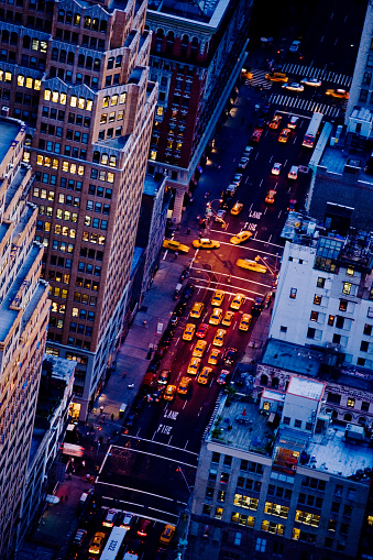 Avenue「NY Taxis in Fifth Avenue」:スマホ壁紙(11)