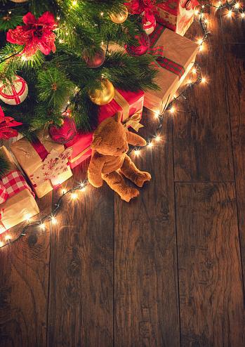 Stuffed Animals「Presents Under the Christmas Tree」:スマホ壁紙(15)