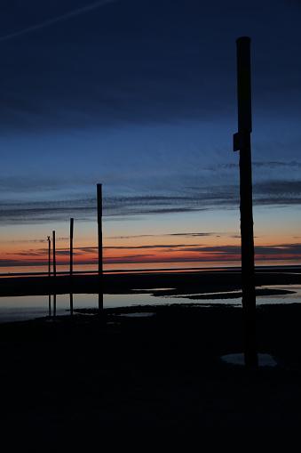 海「logs at the sea at sunset」:スマホ壁紙(7)