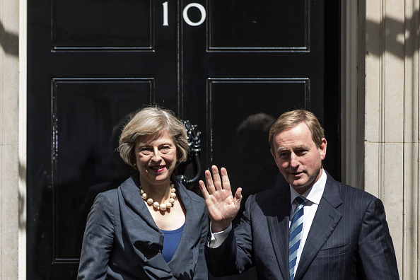 Two People「Irish Taoiseach Enda Kenny Arrives For Talks With Theresa May In Downing Street」:写真・画像(17)[壁紙.com]