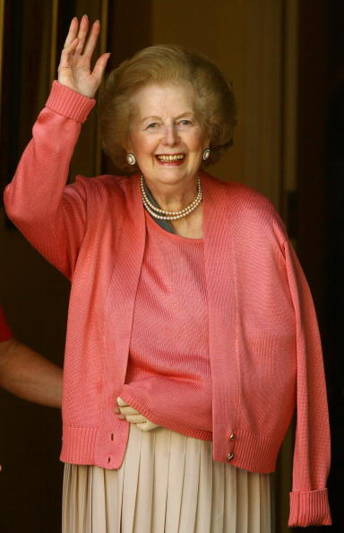 Door「Margaret Thatcher Leaves Hospital After Surgery On Her Arm」:写真・画像(3)[壁紙.com]