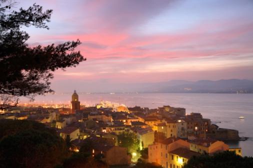 2007「France, Cote d'Azur, Var, St Tropez, cityscape, elevated view, dusk」:スマホ壁紙(5)