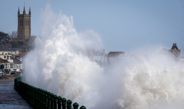 Water's Edge「Hurricane Ophelia Hits The UK」:写真・画像(16)[壁紙.com]