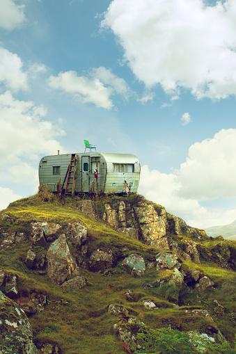 Isle of Skye「Motor home on hill in green landscape」:スマホ壁紙(9)