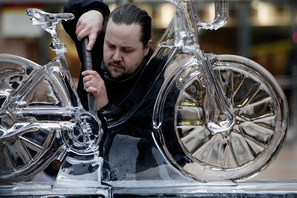 Ice Sculpture「The London Ice Sculpting Festival Returns To Canary Wharf」:写真・画像(1)[壁紙.com]