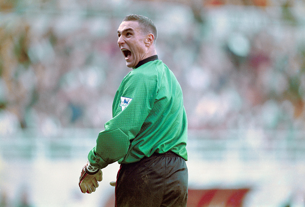 Humor「Vinny Jones goalkeeper for Wimbledon v Newcastle United 1995」:写真・画像(14)[壁紙.com]