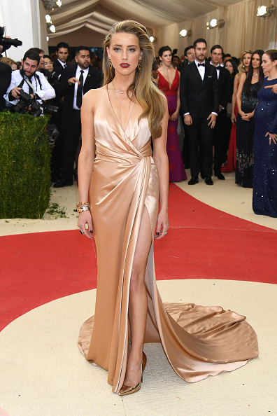 Amber Heard「'Manus x Machina: Fashion In An Age Of Technology' Costume Institute Gala - Arrivals」:写真・画像(2)[壁紙.com]
