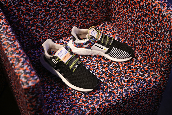 Camping Chair「Sneaker Fans Wait For Adidas Berlin Public Transport Shoe Release」:写真・画像(5)[壁紙.com]