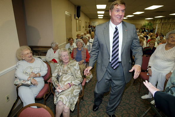 Public Speaker「Bill McBride stumps for votes in Hollywood, Florida.」:写真・画像(4)[壁紙.com]