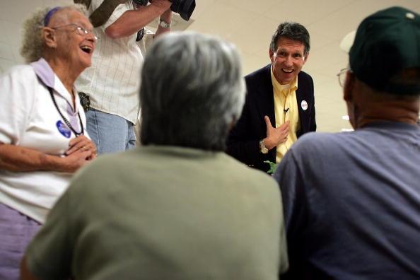 Joe Mahoney「Congressional Candidate Tim Mahoney Votes In Florida」:写真・画像(12)[壁紙.com]