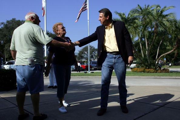 Joe Mahoney「Congressional Candidate Tim Mahoney Votes In Florida」:写真・画像(18)[壁紙.com]
