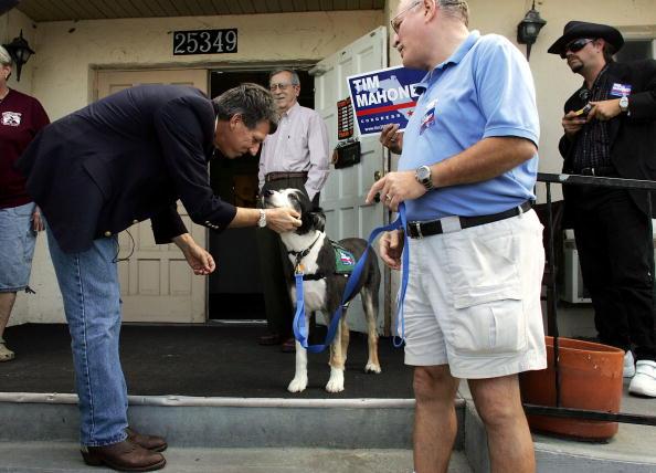 Joe Mahoney「Congressional Candidate Tim Mahoney Votes In Florida」:写真・画像(10)[壁紙.com]