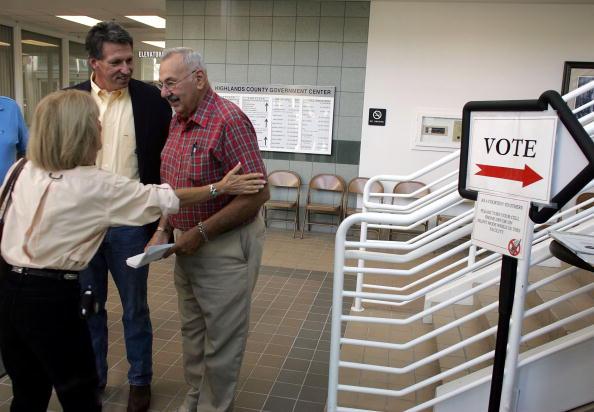 Joe Mahoney「Congressional Candidate Tim Mahoney Votes In Florida」:写真・画像(17)[壁紙.com]