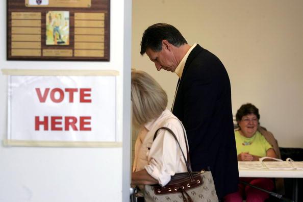 Joe Mahoney「Congressional Candidate Tim Mahoney Votes In Florida」:写真・画像(19)[壁紙.com]