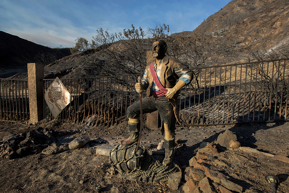 David McNew「Sand Fire Grows To 33,000 Acres, Threatens Hundreds Of Homes In Southern CA」:写真・画像(0)[壁紙.com]