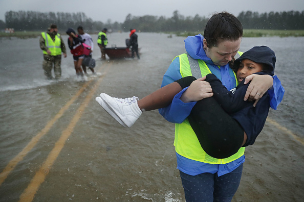 Volunteer「Hurricane Florence Slams Into Coast Of Carolinas」:写真・画像(2)[壁紙.com]