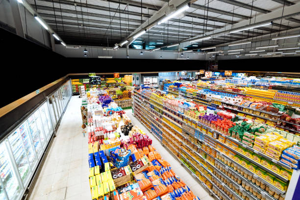 Aisles and shelves in supermarket, wide angle view:スマホ壁紙(壁紙.com)
